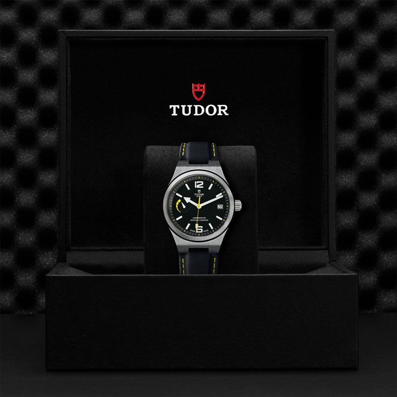TUDOR_NORTH_FLAG-91210_CALFBLAC-1